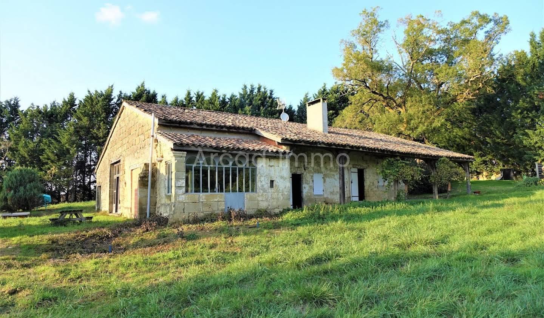 Maison avec piscine et terrasse Puymiclan