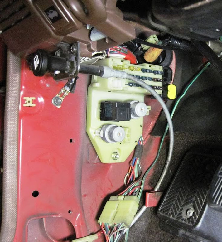 1986 Pickup interior fuse box removal? - YotaTech Forums on