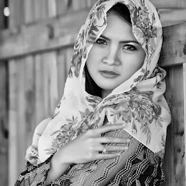 by Watercat Tukangpotret - Black & White Portraits & People (  )