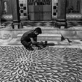The Tails of Hera by Saugata Paul - Black & White Street & Candid