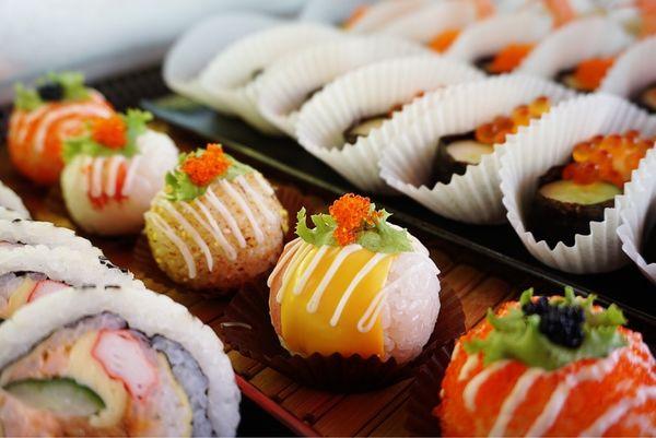 天皇壽司 大里化仁市場 新鮮平價壽司花樣好多的美味銅板價美食推薦!(日式 小吃)