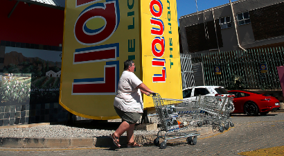 South Africans rushed to stock up on booze ahead of the 21-day lockdown on March 26 2020.
