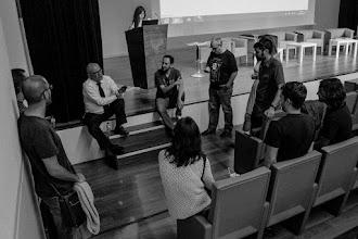 """Photo: Iñako @uhandrea dando indicaciones al equipo de seguridad: """"ya sabéis, chicos, nada de gente por los pasillos de la sala""""."""