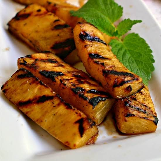 Delicious And Simple This Five Ingredient Grilled Pineapple Makes For The Perfect Side Or Dessert For All Your Spring And Summer Meals.