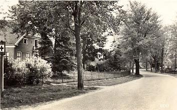 Photo: Hoofdstraat, links woning van J. van Bergen