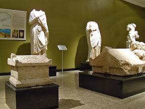 Photo: Burdur, Beelden uit de Bibliotheek van Kremna: Athena, onbekende dame, Hygeia
