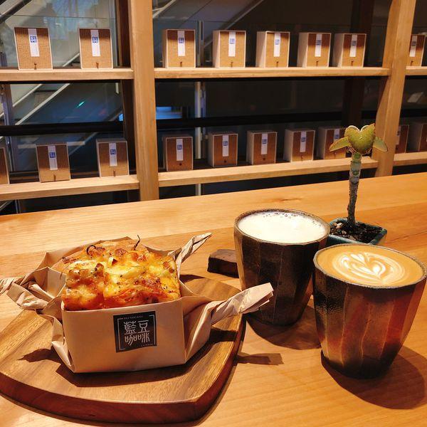 藍豆. Cafe.有書香也有麵包香的咖啡館