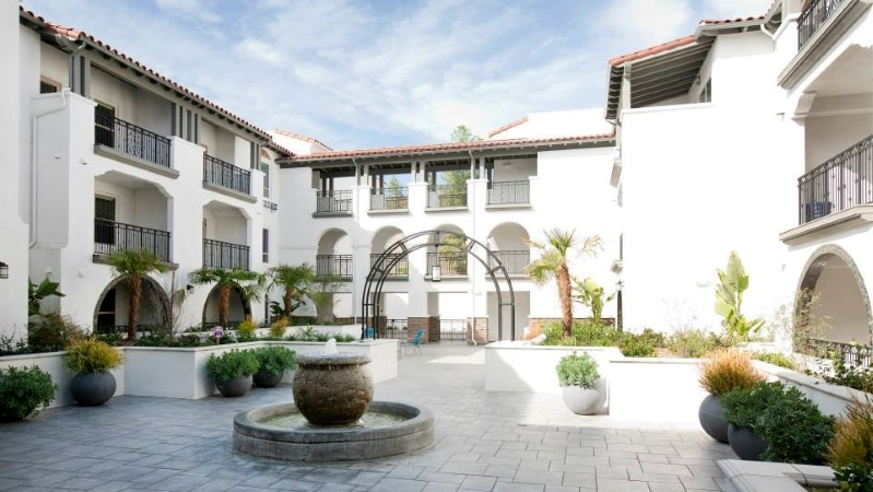 Horizons at Calabasas apartment courtyard