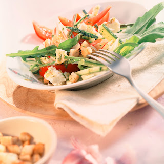 Zucchinisalat mit Croûtons (Feierabend-Salat)