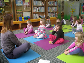 Photo: Pravljična joga v sklopu Noči knjige, Knjižnica Velenje. (Foto Metka Pivk Srdić)