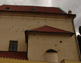 Photo: Yes, those are cannon balls embedded in the walls.