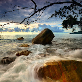 Sumakuyu Seaside by Harris Rinaldi - Landscapes Waterscapes