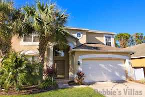 Orlando villa close to Disney has cinema and large pool deck
