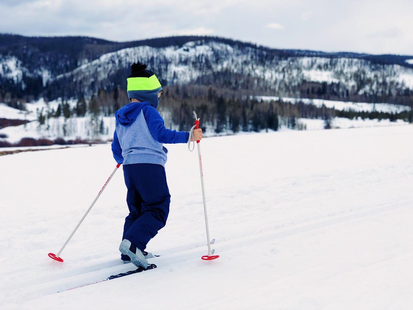 Ein Bild, das draußen, Schnee, Skifahren, Himmel enthält.  Automatisch generierte Beschreibung