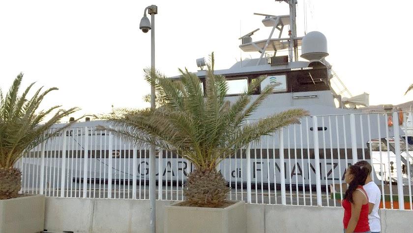 Patrullera italiana en el Puerto de Almería