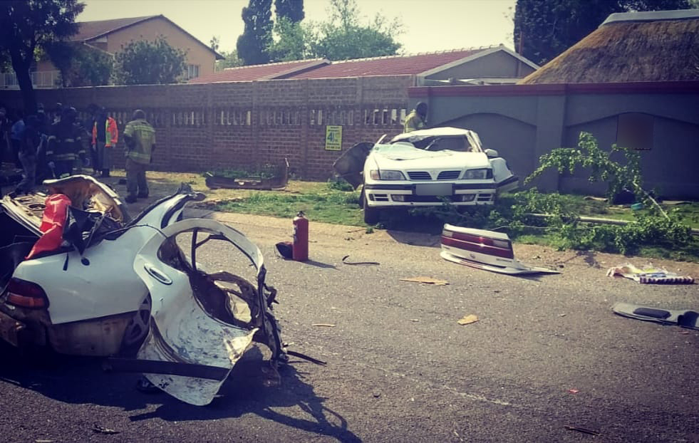 Three killed as car crashes into tree, breaks in two - SowetanLIVE