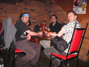 Photo: W miejscowej knajpie pijemy po piwku i kieliszeczku, by po niedługim czasie, pod przewodnictwem Radka, udać się na pobliższe wzniesienie.