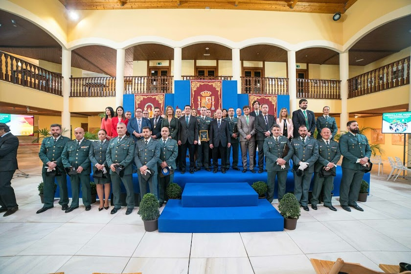 La Guardia Civil recibe la Medalla de Honor de Roquetas