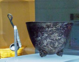 Photo: Silver situlaeand laddle from the hoard found under the house of Eupolemos in Morgantina, 3rd century BC .......... Zilveren emmer met lepel uit de zilverschat die begraven was onder het huis van Euopolemos in Morgantina, 3de eeuw v.C.