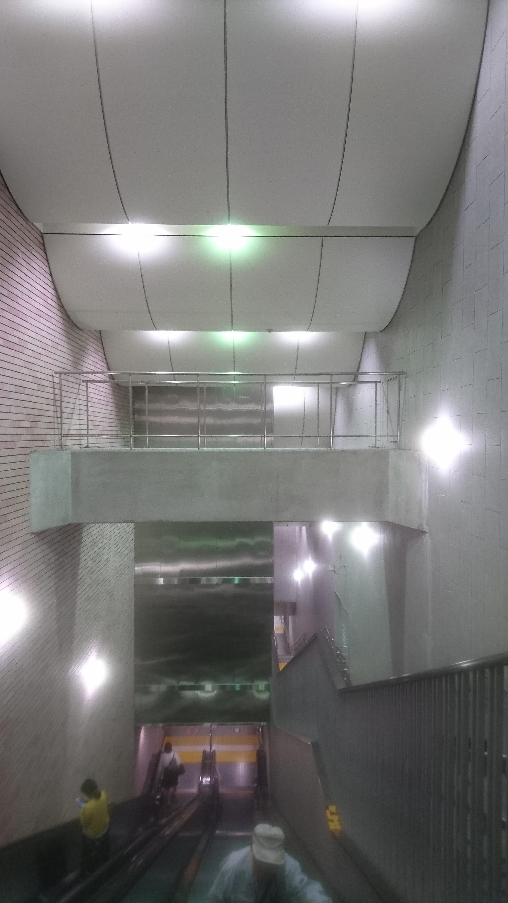 ここでLIVEしてみたい。(東新宿駅の「ステージ」)