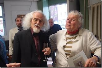 Photo: Künstlergespräch mit Sebastian Holecek (Peter Dusek) am 25.5.2015. Udo Pacolt mit Bärbel Holecek. Foto: Herta Haider