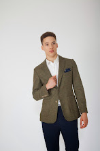 Photo: Green wool blazer with navy spot pocket square  http://www.oipolloi.com/fourth-and-main-yorkshire-tweed-blazer-green