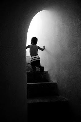 walking up the stairs di AntonioDiGregorio
