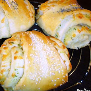 Cheese Rolls With Garlic Butter