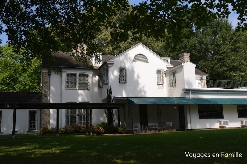 Graceland main house