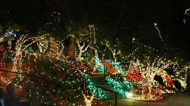 Holiday Mountain at Val Vista Lakes Club House Gilbert AZ 85234 - Best Christmas Holiday Lights Around Phoenix East Valley - Phoenix