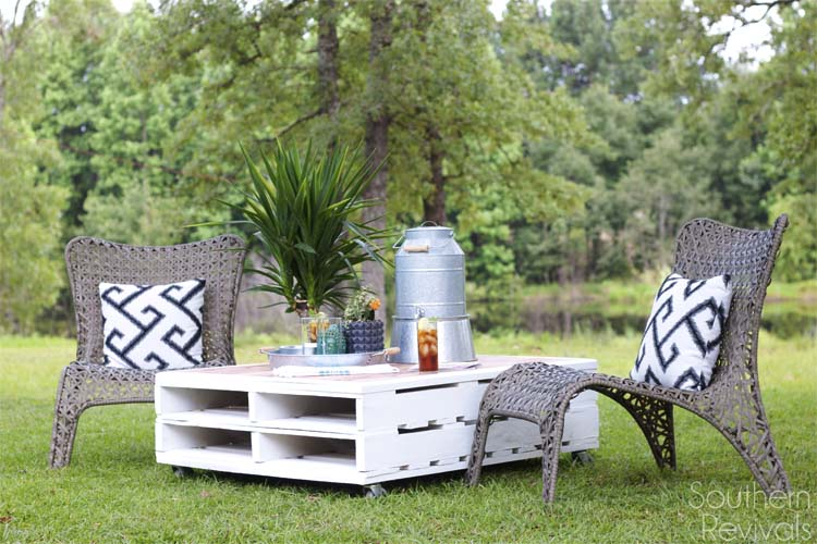 Outdoor Pallet Coffee Table with a Hardwood Top: These 12 DIY Outdoor Pallet Furniture Ideas will add some flare to your outdoor space and save you money.