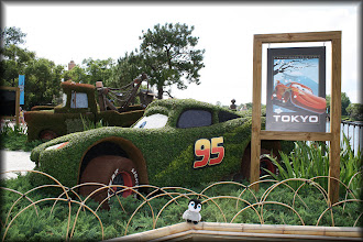 Photo: Carlisle with Lightning MacQueen from Cars at Epcot