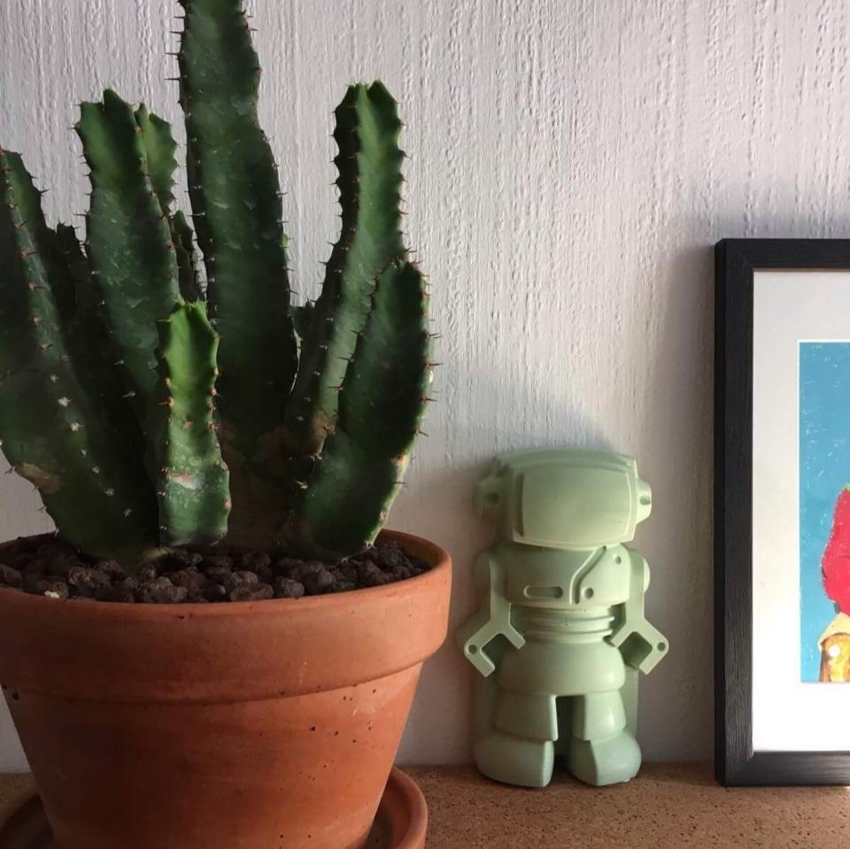 Robot en béton de couleur vert, figurine décorative