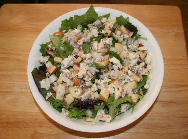 Apple, Onion, Gorgonzola, & Pecan Salad With Raspberry Vinegarette Recipe