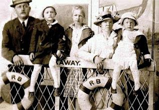 Photo: Osmund, William, Mary, Hildur & Florence Osmundsen on a ferry to Far Rockaway in 1913