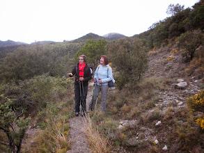 Photo: Joli sentier sous le Puig Conté à Droite