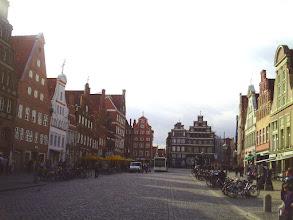 Photo: Der Lüneburger Wenzelsplatz (oder so ähnlich). Am Sande. Foto vom 7. Oktober 2010.