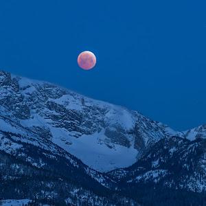 Blood-Moon-Over-Rocky1920.jpg