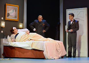 Photo: Wien/ Theater in der Josefstadt: DER GOCKEL von Georges Feydeau. Inszenierung: Josef E. Köpplinger. Premiere 19.11.2015. Susanne Wiegand, Martin Zauner, Matthias Franz Stein. Copyright: Barbara Zeininger