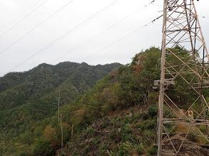 鉄塔から山頂保望む