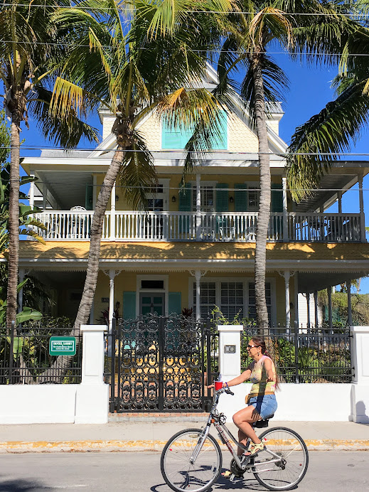 Loving this wrap around porch. This is a typical house seen around Key West.