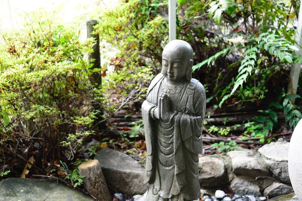 ฮาจิซาคุ หรือ ปีศาจผีสาวสูง 8 เมตร 03
