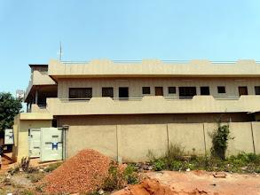 Photo: à Bohicon, le Centre de Santé Sédegbé du Dr Rogatien est devenu une référence locale. Tout le matériel médical a été fourni par le CTM