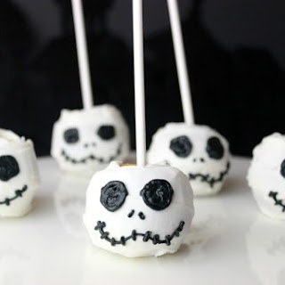 This is Halloween with Jack Skellington Candy Apples