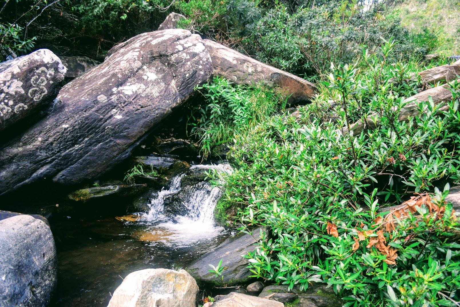 Cascatinha do pequeno córrego que formará a Cachoeira Véu da Noiva, na Serra do Cipó