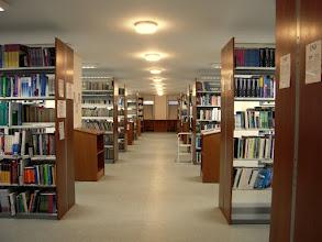Photo: Az olvasóterem alatti könyvtár