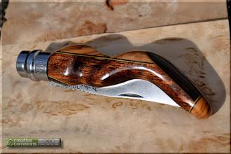 Photo: Opinel custom n°001 Menkulang, olivier, wengé. http://opinel-passions-bois.blogspot.fr/ Personnalisations en marquèterie de bois précieux, cornes, résines et aluminium du couteau pliant de poche de la célèbre marque Savoyarde Opinel.