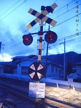 Photo: 東日本大震災による停電で運休した富士急行線の踏切
