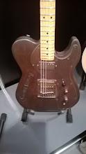 Photo: Kovové hollow body tělo - a hraje to jak normální dřevěná kytara. Takže konec mýtům o tom, že tělo musí být dřevěné...