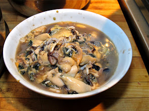 Photo: a bowl of raw shelled mussels